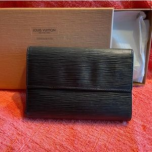 Louis Vuitton Epi black leather